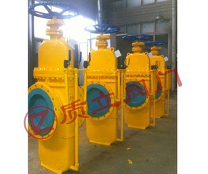 With dual discharge gas plate gate valve